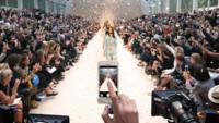 El iPhone 5s triunfa en la pasarela londinense de la mano de Burberry