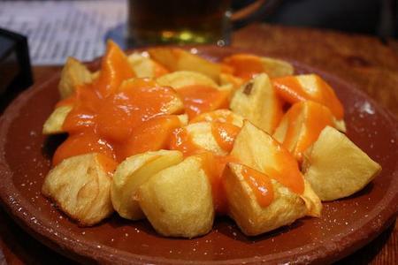 Patatas bravas, bocadillos de calamares y otros 3 platos para tomar en los Bares Maestros