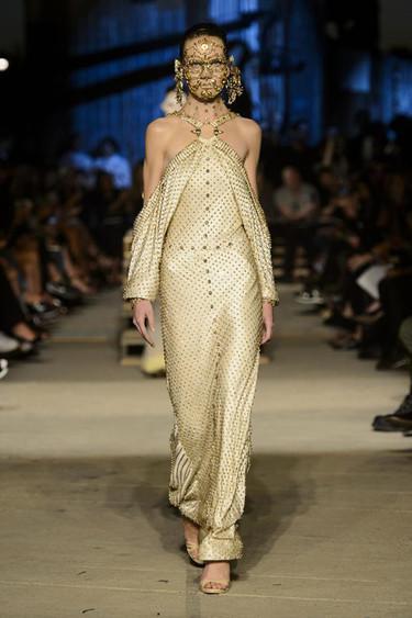"""Cuando reinventarse y copiar diseños pasados es lo mismo: Givenchy y su """"nuevo"""" vestido"""