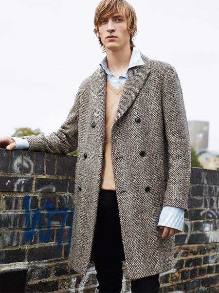 ¿Zara o Burberry? Da igual: las camisas ahora son protagonistas bajo los abrigos
