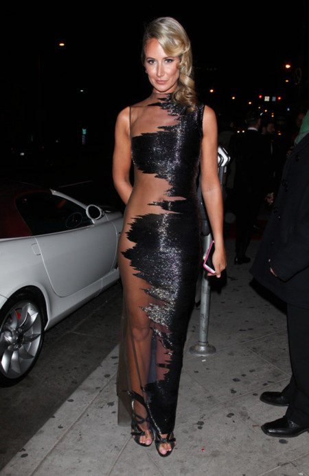 Lady Victoria Hervey con un diseño de Gurav Gupta repleto de brillos y transparencias en la after party de los Globos de Oro 2014 celebrada en 1Oak