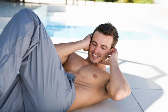 Quema grasas y trabaja tu abdomen en pocos minutos: tres rutinas HIIT para lograrlo