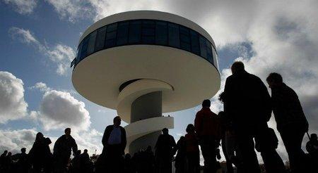 Visita gratis el centro Niemeyer de Avilés