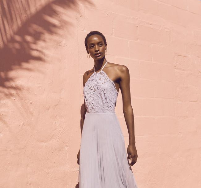 Estamos flipando: estos vestidos de invitada en tonos pastel