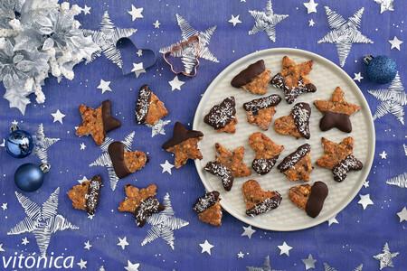 Galletas de Navidad de avena y frutos secos con chocolate: receta saludable