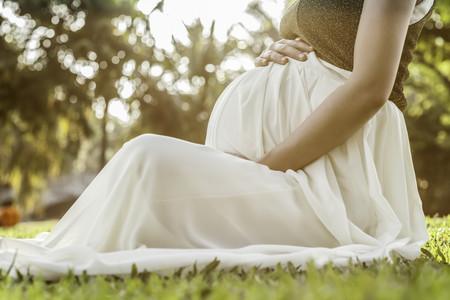 """El embarazo y postparto que vemos en los medios """"son demasiado irreales"""" y afectan la confianza de las madres"""