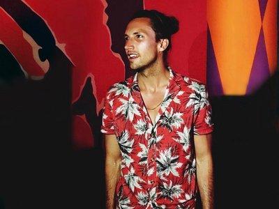 Gracias a Zara, tenemos la camisa perfecta para destacar con estilazo en Coachella