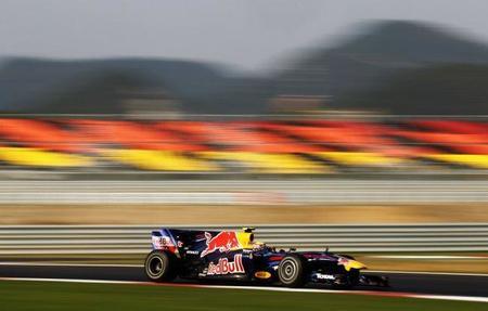 Mark Webber y Fernando Alonso consiguen los mejores tiempos el viernes