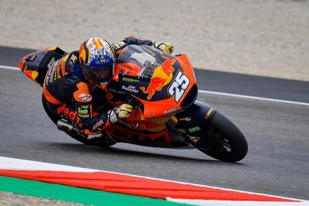 ¡Qué rookie! Raúl Fernández también comienza liderando el Gran Premio de Cataluña de Moto2