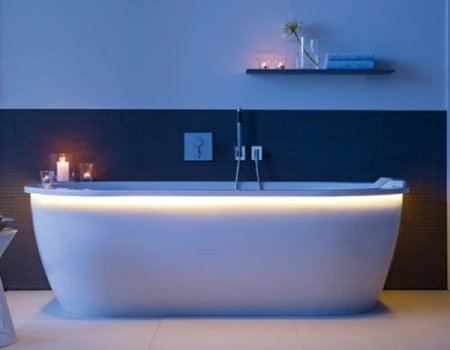 bañera leds encendida