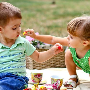Los bebés son altruistas: un experimento demuestra que son capaces de renunciar a la comida y ayudar a los demás