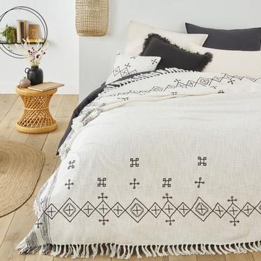 Rebajas: tres colchas de cama ligeras y preciosas que cambiarán por completo tu dormitorio este verano