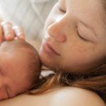 Quince años después de ser diagnosticada con menopausia precoz, quedó embarazada de forma natural y fue madre