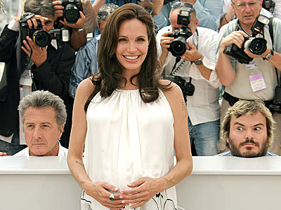Una embarazadísima Angelina Jolie en Cannes
