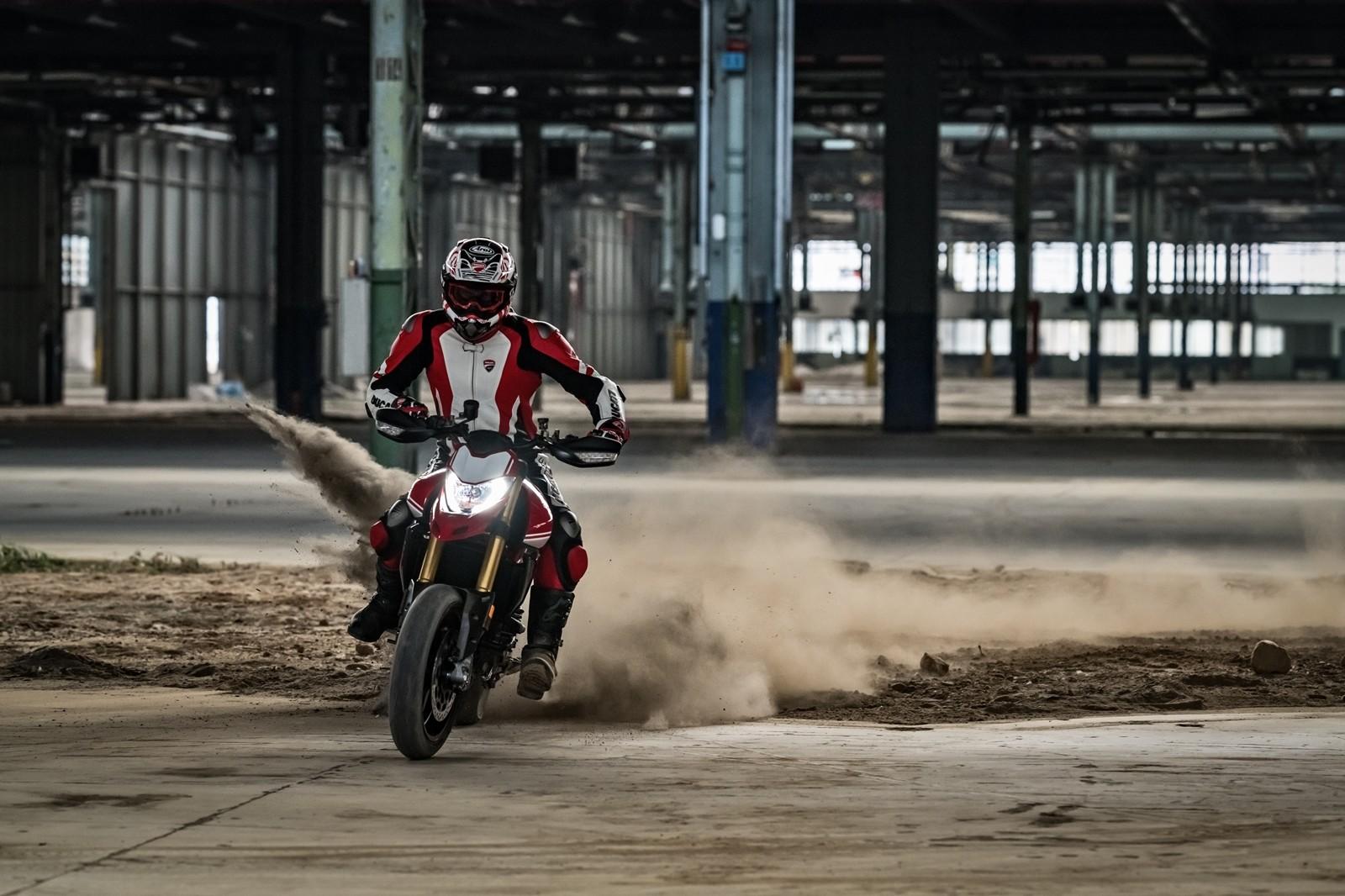 Foto de Ducati Hypermotard 950 2019 (23/76)