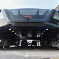 ¿Recuerdan el autobús chino que pasa por encima de los coches? Pues ya es una realidad