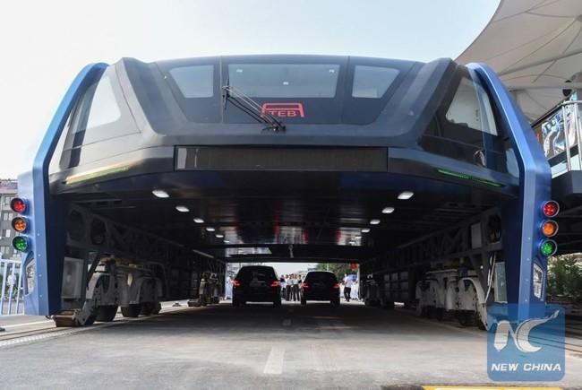 Straddling Bus China 1
