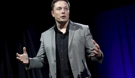 Al coche autónomo de Tesla le quedan un par de años en el horno, según Elon Musk