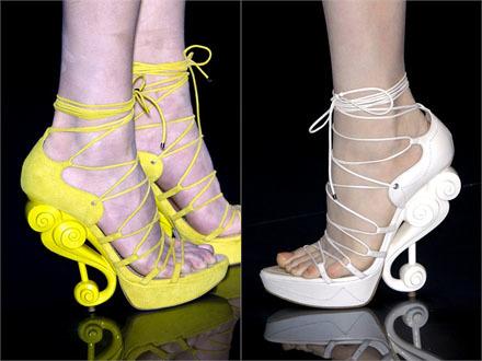 Los tacones escultura de Galliano para Dior