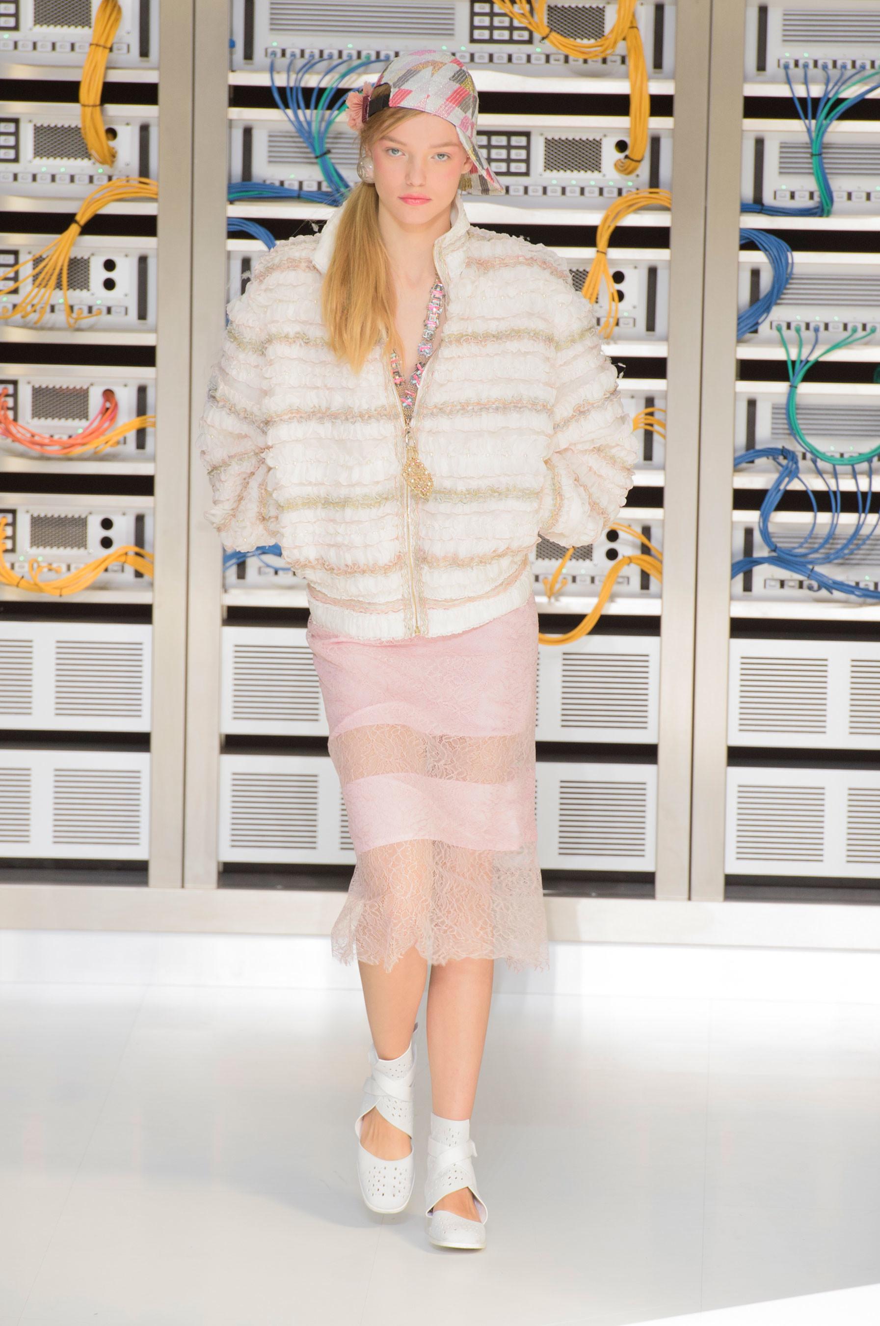 Foto de El regreso al futuro de Chanel en su colección Primavera-Verano 2017 (78/96)