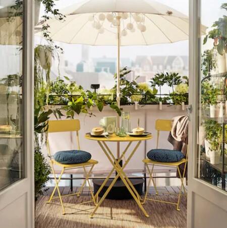 Mesa amarilla para terraza