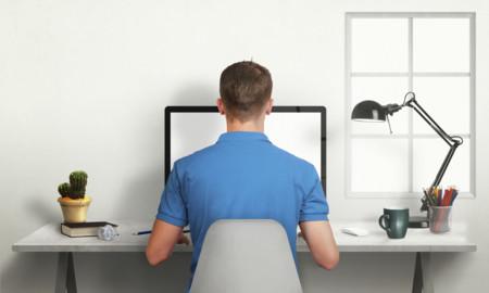 Cómo sentarte bien en el ordenador y qué problemas de salud tendrás si no lo haces