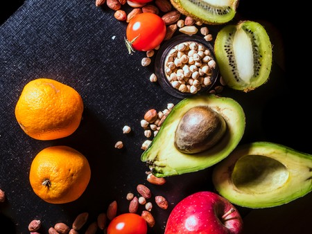 Siete alimentos que te ayudan a cuidar la salud de tus riñones (y recetas para sumarlos a tu dieta)
