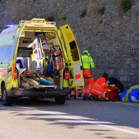 Las ambulancias de Galicia y Asturias siguen pagando peaje, a pesar de que por ley no tendrían que hacerlo