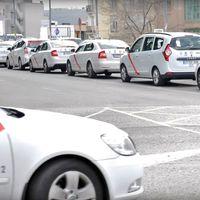 Las administraciones ofrecen a los taxistas de Madrid que Uber y Cabify se precontraten por kilometraje