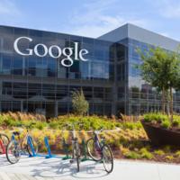 """Google, acusada de discriminación: pagan """"sistemáticamente"""" menos a las mujeres que a los hombres [Actualizada]"""
