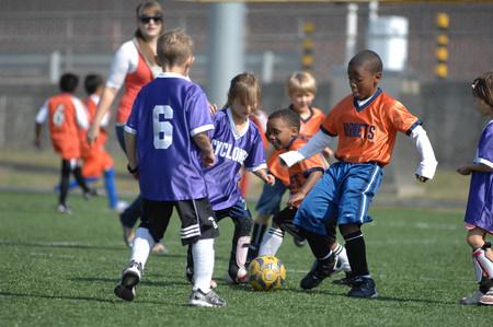 ¿Por qué las niñas son menos activas que los niños?