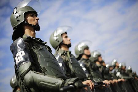 Soldados del ejército brasileño montan el operativo de seguridad del Mundial de Fútbol