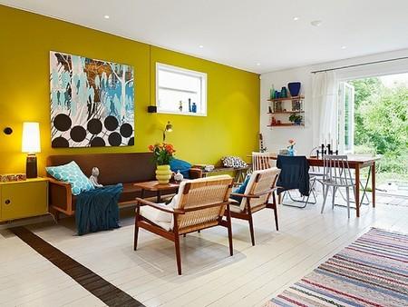 Puertas abiertas: una adorable casa en Suecia llena de color