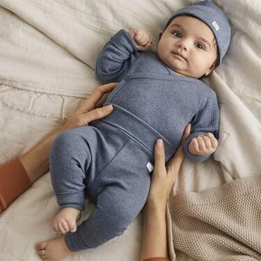 """Las prendas de ropa extensibles que crecen con el bebé y el recién nacido """"room to grow"""" son la nueva apuesta de H&M"""