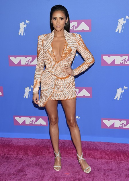 Alfombra Roja Mtv Video Music Awards 2018 Shay Mitchell Nicolas Jebran