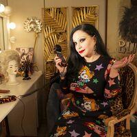 'Cine de barrio' tiene nuevo rostro: Alaska sustituye a Concha Velasco, que deja el programa tras diez años como presentadora
