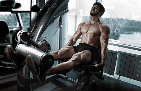 Si lo que buscas es perder grasa, prioriza el entrenamiento de fuerza: una rutina perfecta para el gimnasio