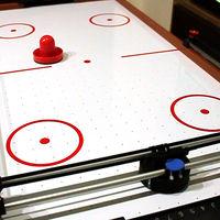 Una mesa robótica y un smartphone es todo lo que necesitamos para tener los partidos más épicos de air hockey