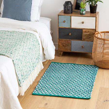 Alfombra De Algodon Color Crudo Con Motivos Decorativos Graficos Verdes Y Azules 60x90 1000 7 8 204721 1