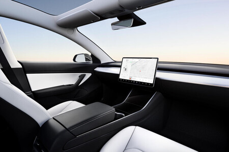 """Tesla lanzará un nuevo auto eléctrico """"pequeño"""" de 25,000 dólares en 2023, según reporte: sin volante ni pedales porque será autónomo"""