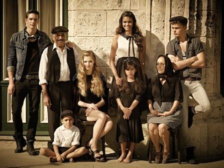 Pull and Bear Primavera-Verano 2012: con un poco de Dolce & Gabbana y una pizca de Chanel tenemos la nueva campaña