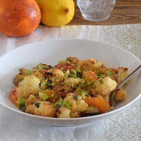 Ensalada de coliflor asada y naranja sanguina: receta vegana ligera con una combinación de sabores sorprendente