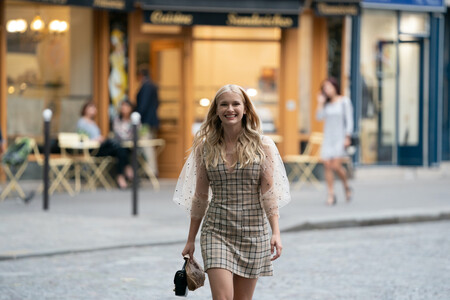 """Camille Razat es una de las chicas del momento y la reconocerás por su papel en """"Emily in Paris"""""""