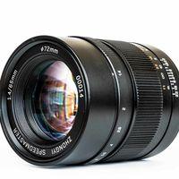 Mitakon Speedmaster 65mm F1.4: El objetivo chino más luminoso para cámaras GFX de formato medio de Fujifilm