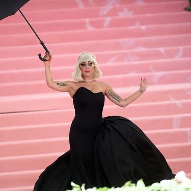 Así fue la decoración más allá de la alfombra roja de la Gala Met 2019: flamencos gigantes, plumas rosas y mucho glamour
