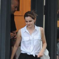 La manera más sofisticada de llevar una camisa blanca es como lo hace Emma Watson