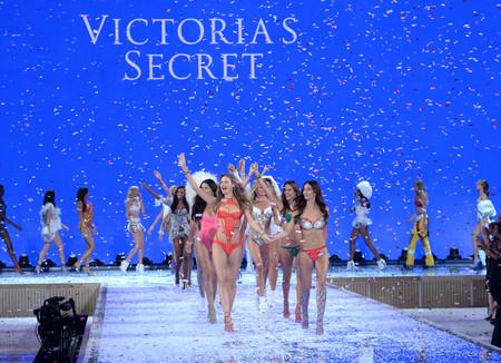 Los ángeles de Victoria's Secret volarán a París para el próximo desfile anual de la firma