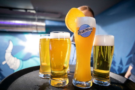 Llega a Madrid Blue Moon, el nuevo sitio top para degustar lo mejor de las cervezas artesanales