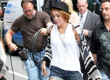El nuevo tatuaje y corte de pelo (de 10 horas) de Miley Cyrus