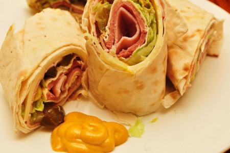 Los wraps o tortillas enrolladas no son menos calóricos que las hamburguesas